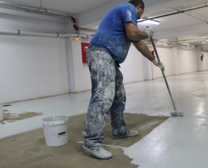 Applying Ktisepox on an anti-slip floor system